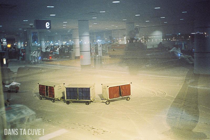 Aéroport de Montréal, nuit, photo prise de l'intérieur, Leica M6 35mm F/2.8 Zeiss